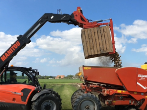 Forward tipping box rotator for telehandlers