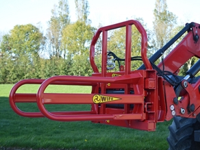 Bale clamp for rectangular bales